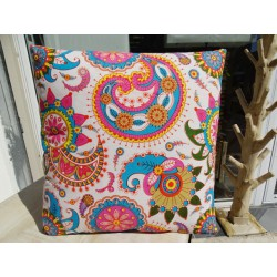 Cushion cover 40x40 cm printed with red and green kashmeer