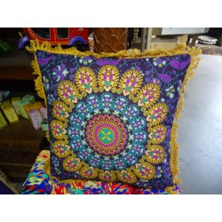 Cushion covers 40x40 cm in yellow color and beige fringes