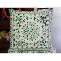 Covers 40x40 cm in green embroidered cotton with mirror
